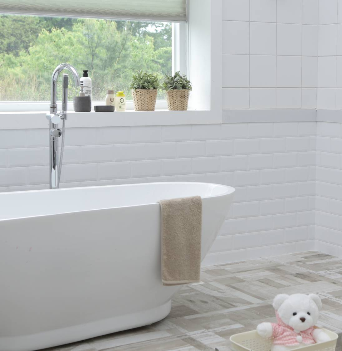 How do I clean a bathroom before moving in?